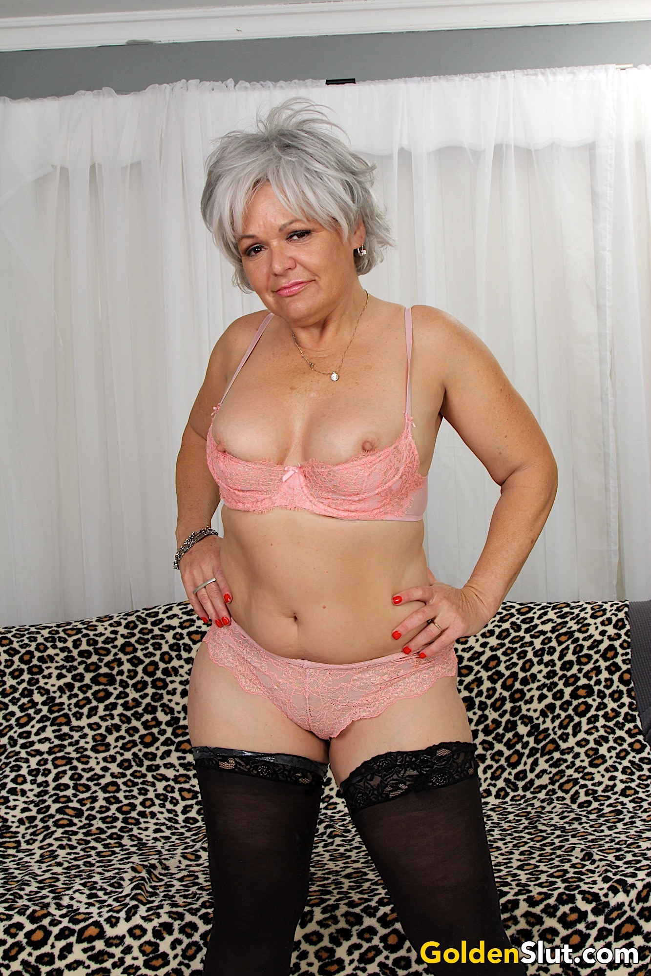 Sexy Old Woman Kelly Leigh Gets Naked For You  Golden Slut-4709